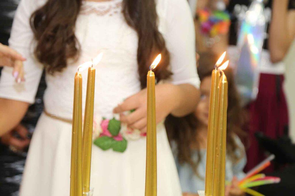 הפרשת חלה לבת מצווה כולל הדלקת נרות. צילום: ציפורה איבגי